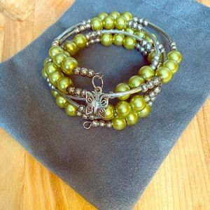 Jewelry - Green and silver Bangle